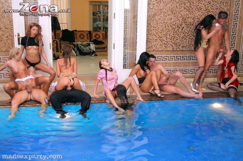 русское групповое порно в бассейне подумала, да